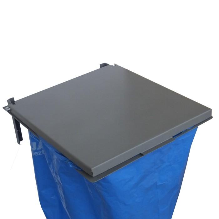 Naścienny wieszak worków na śmieci