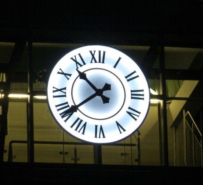 zegar_wiezowy_podswietlany